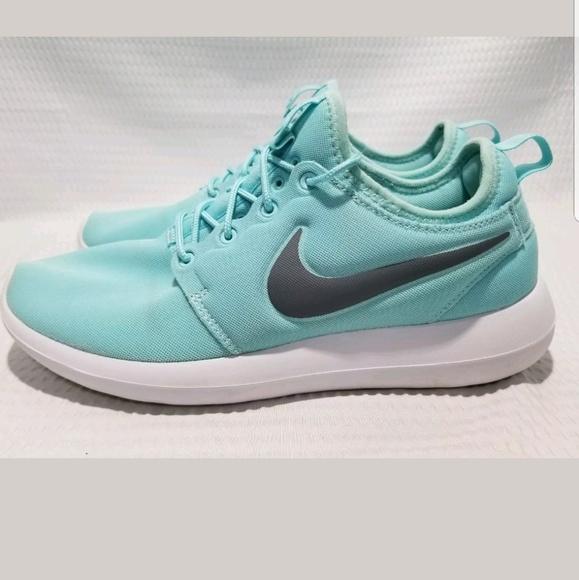 3ea993799516c NIKE Womens Roshe II Running Training Shoe. M 5adab75131a37695000e0f94